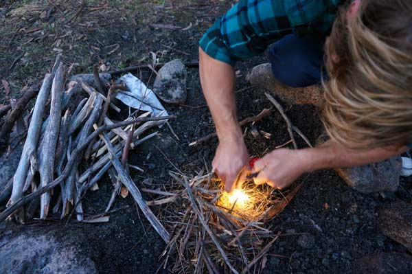 How to start a fire with the Outdoor Elements Kodiak bracelet