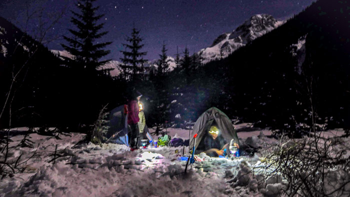 Camping in the snow to go skiing