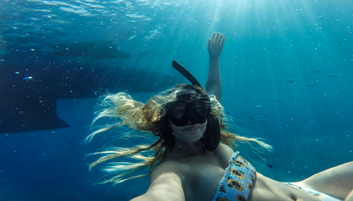 Life on a sailboard. Under water
