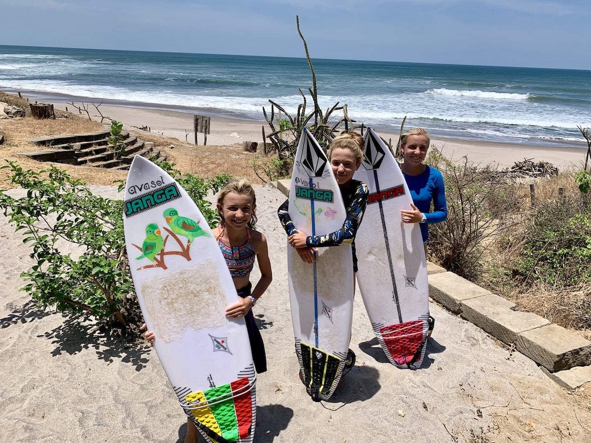 Resano Surfing Sisters